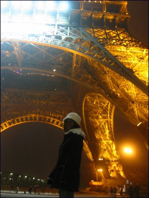 Photo: Sammie under Eiffel